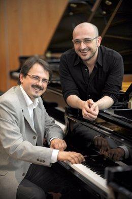 El dúo de pianos Tropos Ensemble.
