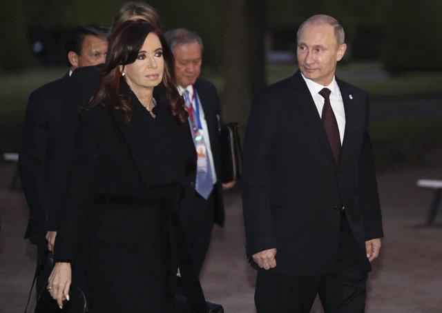 La presidenta argentina, Cristina Fernández, junto al mandatario ruso Putin