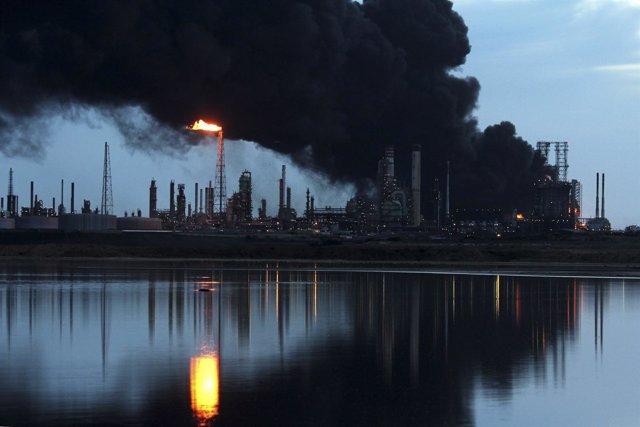 Incendio en la refinería venezolana de Amuay