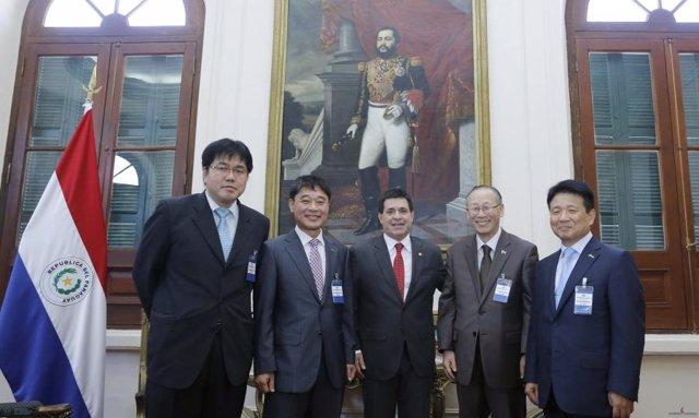 Empresarios coreanos con Cartes