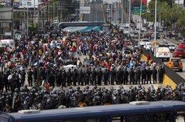 Manifestación de profesores en contra de la reforma educativa de Peña Nieto.