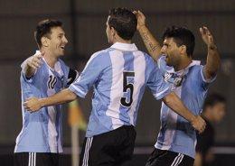 Messi y selección Argentina celebran gol a Paraguay