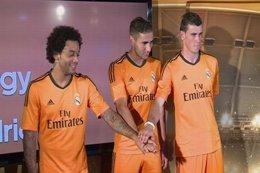 Bale, Marcelo y Benzema presentan la nueva camiseta