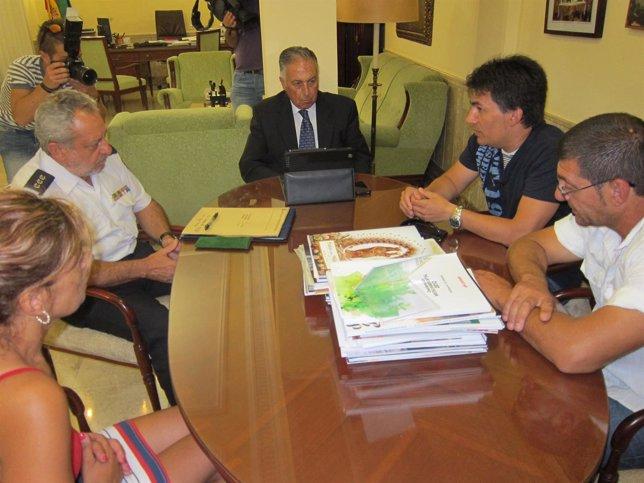 La familia de Leonor se reúne con el subdelegado del Gobierno y subcomisario