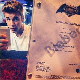 Justin Bieber desata el pánico al insinuar que será Robin en Batman vs. Superman
