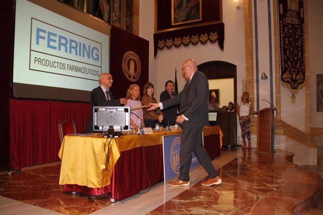 Imagen de la entrega del galardón a Laboratorio Ferring