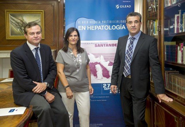 Imagen de Calleja, a la izquierda, en la presentación de un aula de hepatología
