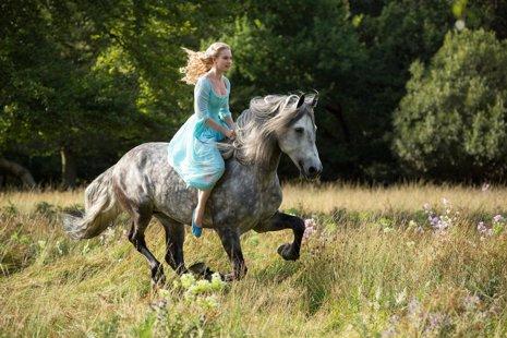 Lily James será la Cenicienta en la nueva película de Disney