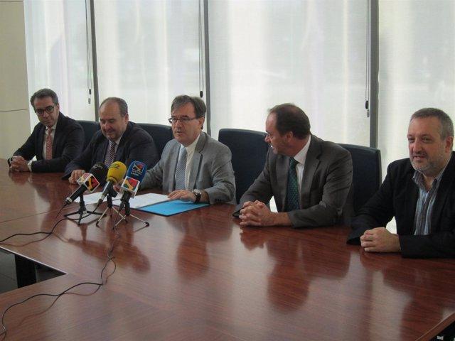 Dolado, abogados, procuradores y UCA reclaman mejoras del transporte