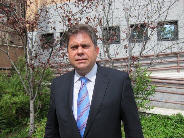 Embajador cubano, Alejandro González
