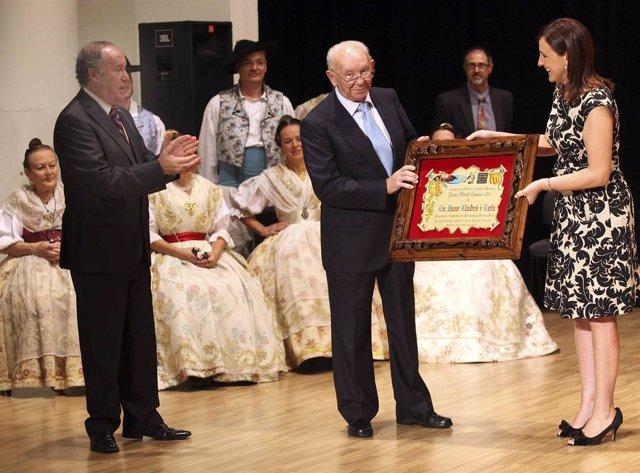 Català hace entrega a Juan Lladró del premio Obrint Camins