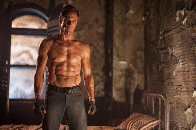El monstruo se convierte en héroe en el tráiler de I, Frankenstein