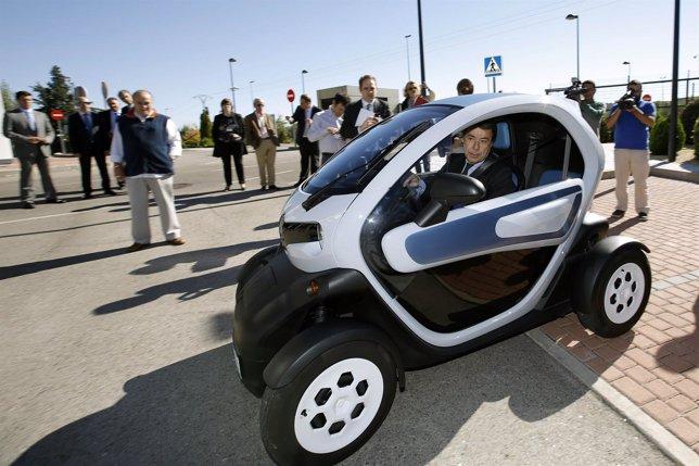 González, de visita a la sede de Renault para probar nuevos modelos eléctricos