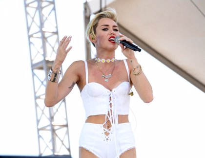 Miley Cyrus canta con Mumford and Sons