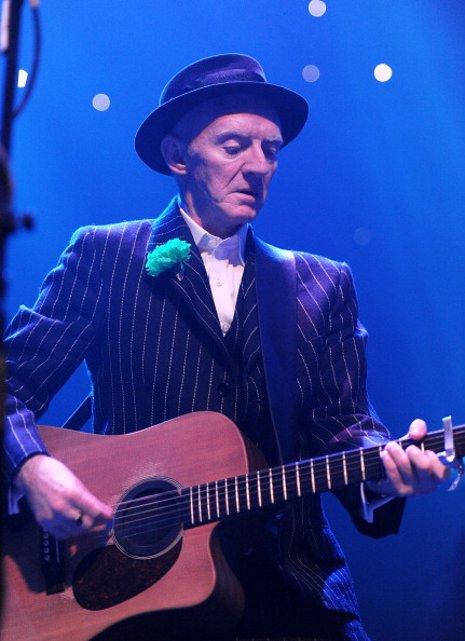 Muere de cáncer el guitarrista de The Pogues, Phil
