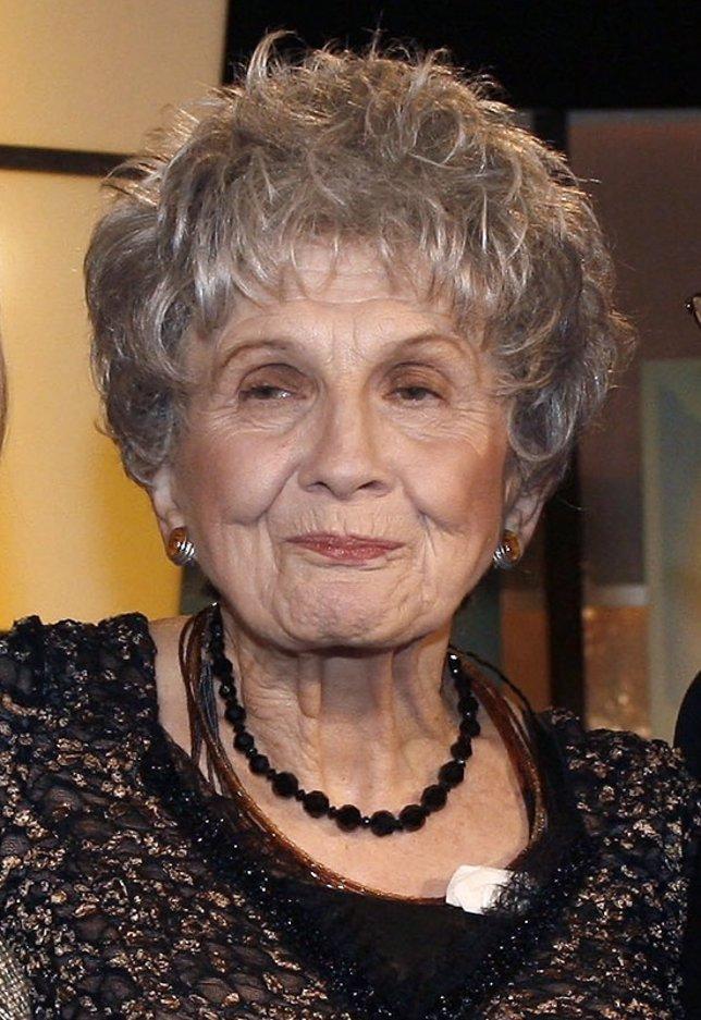 La escritora canadiense Alice Ann Munro