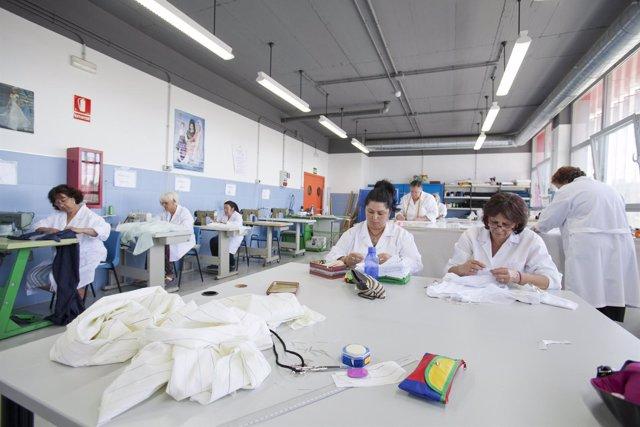 Talleres de mujeres en la Central de Moda Ética Occhiena