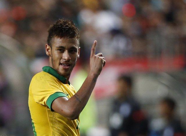 Neymar y Oscar dan un cómodo triunfo a Brasil ante Corea del Sur