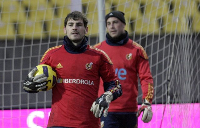 Iker Casillas y Pepe Reina con la selección española