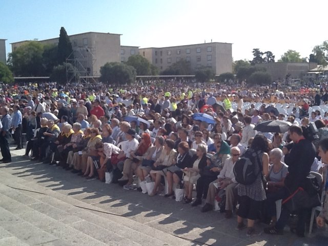 Asistentes a la beatificación de 522 mártires del s.XX, en Tarragona