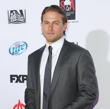Charlie Hunnam abandona 50 Sombras de Grey