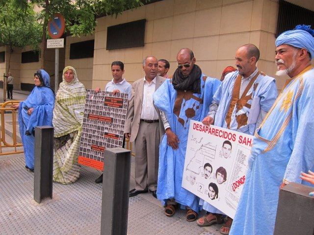 Víctimas Saharauis A Su Salida De La Audiencia Nacional