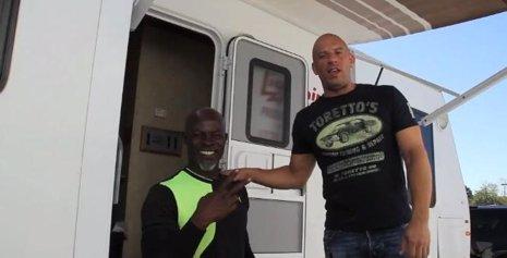 Vin Diesel practica para 'Guardianes de la Galaxia' con Djimon Hounsou