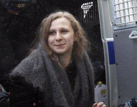 Una integrante de las Pussy Riot retira su petición de libertad