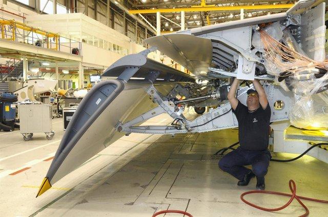 Operario en la planta de Airbus en Bristol (UK).