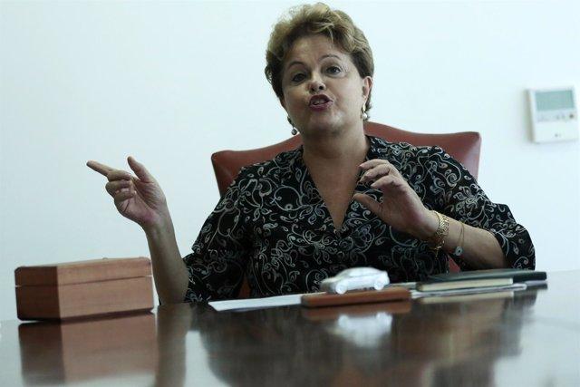 La presidenta brasileña, Dilma Rousseff, durante una reunión en el palacio Plana