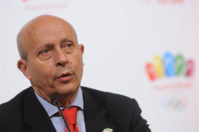 José Ignacio Wert en la rueda de prensa de Madrid 2020