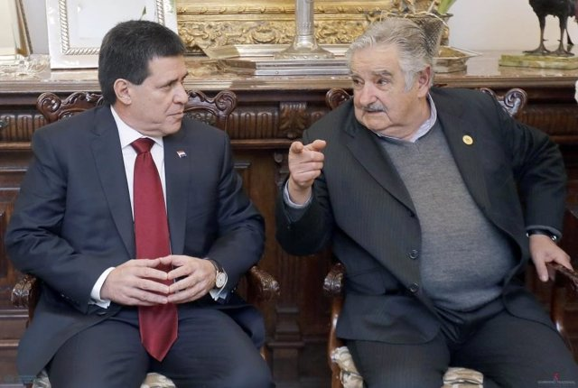 Cartes y Mujica
