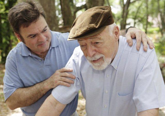 Un Anciano Que Padece Alzheimer