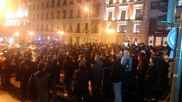 La Policía carga contra los manifestantes frente al Ministerio de Educación