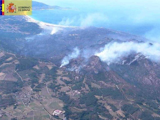Foto del MAGRAMA EN el incendio de Monte Pindo, en Carnota