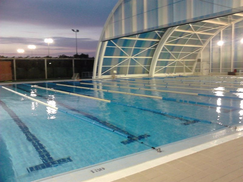 Cerradas las piscinas de hytasa san pablo san jer nimo y for Piscinas imd sevilla