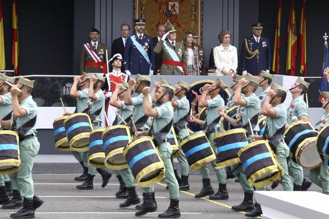 Desfile militar en el Día de la Hispanidad