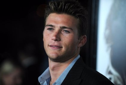 Scott Eastwood podría ser Elliot Grey
