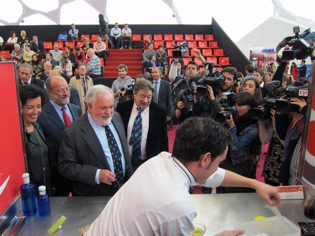 Miguel Arias Cañete participa en el Concurso Nacional de Pinchos