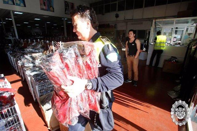 La Policía interviene bolsos en Sevilla