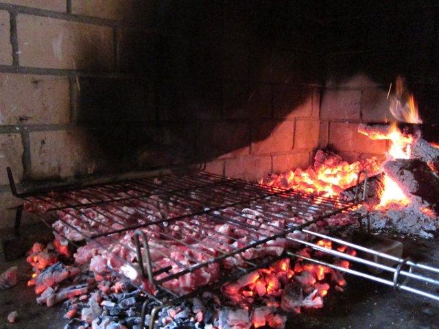Carne A La Brasa. Barbacoa. Fuego, Brasas.