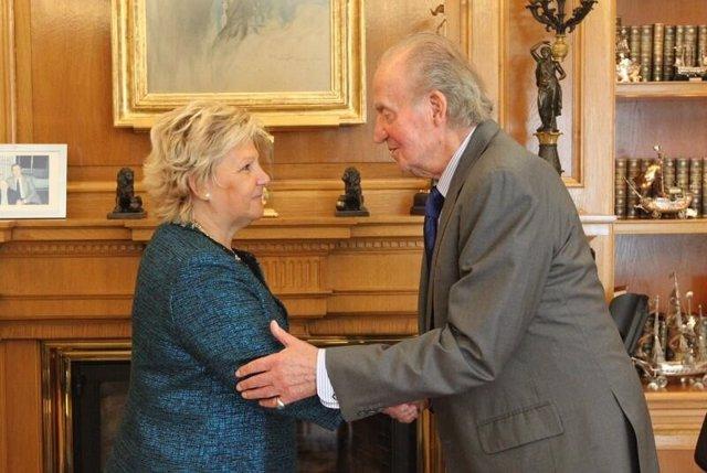 Ángeles Pedraza (AVT) con el Rey en Zarzuela