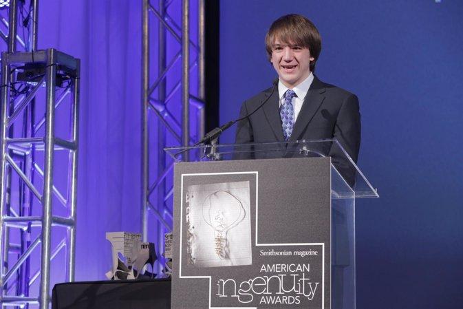 Con 16 años descubre un sensor que detecta el cáncer en 5 minutos