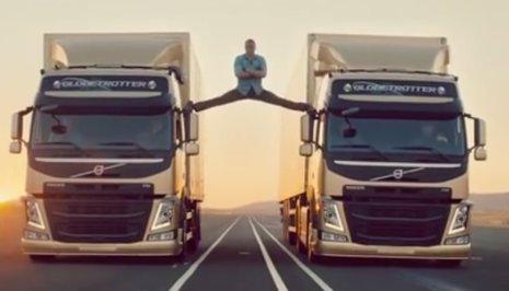 Jean Cloude Van Damme espectacular apertura de piernas