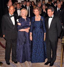 Reina Sofía junto a Hillary Clinton y Antonio Banderas en Nueva York