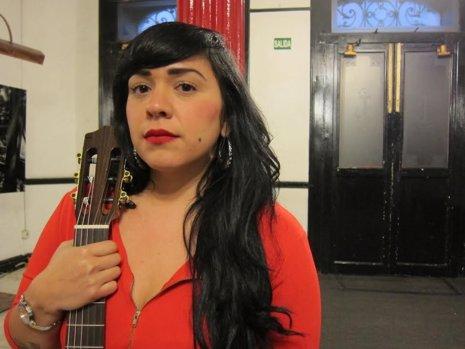 """Entrevista a Carla Morrison: """"Mis canciones se llevan muy bien con el tequila"""""""
