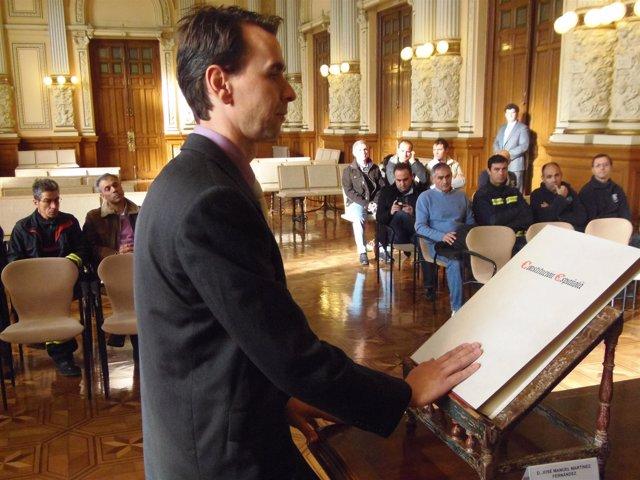 Imagen de la toma de posesión del nuevo jefe del Servicio de Bomberos