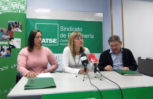 Silvia Sáez, en el centro, durante la rueda de prensa de Satse