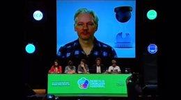 Assange en una videoconferencia con Argentina