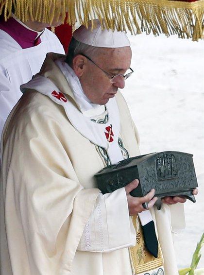 El Papa advierte de que sustituir a Cristo por otra cosa causa daños en el hombre y su entorno